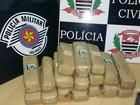 Trio vai em mata para enterrar tijolos de droga e acaba preso pela polícia