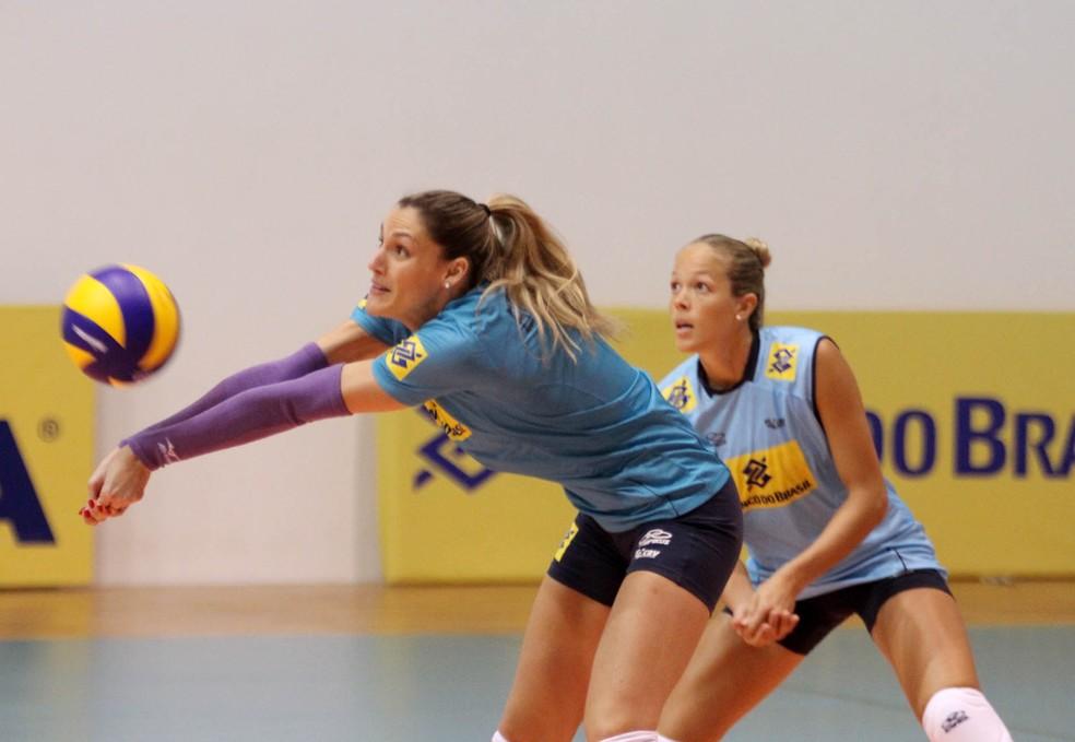 Andréia Laurence, no treino da seleção de vôlei, em 2014 (Foto: Alexandre Arruda/CBV)