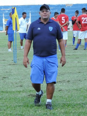 José Luiz Alves Feitosa, técnico do sub-15 do Osvaldo Cruz, auxliar técnico do profissional (Foto: Ronaldo Nascimento / GloboEsporte.com)