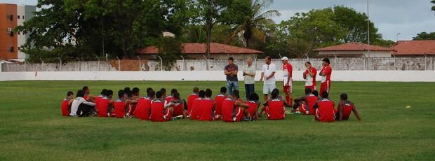 Novo gerente de futebol do Auto Esporte, Jazon Vieira, foi apresentado para o grupo  (Foto: Lucas Barros / Globoesporte.com/pb)