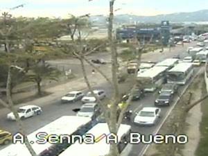 Trânsito é intenso na região na manhã desta segunda (Foto: Reprodução / TV Globo)