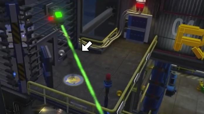 Use personagens que podem se camuflar como Nick Fury ou Viúva Negra para entrar em salas protegidas por câmeras em LEGO Avengers (Foto: Reprodução/Rafael Monteiro)