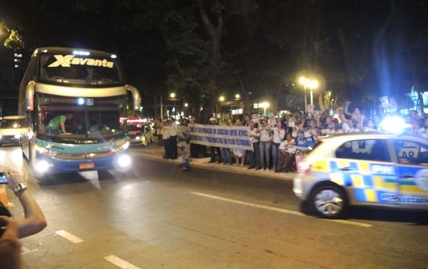Protesto seleção Brasileira (Foto: Alexandre Lozetti)