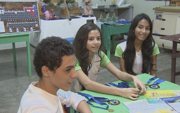 Estudantes de escola pública que participam de feiras de ciência (Foto: Reprodução/TV Amapá)