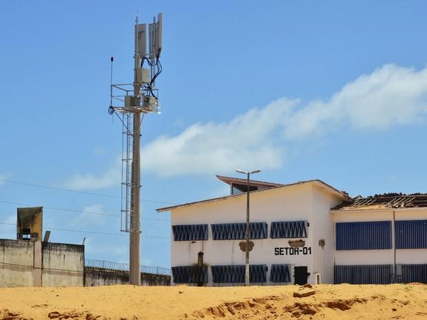 Bloqueador de celular instalado na Penitenciária Estadual de Alcaçuz, maior unidade prisional do RN (Foto: Andrea Tavares/G1)