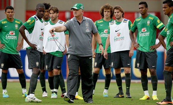 seleção treina (Foto: Mowa Press)