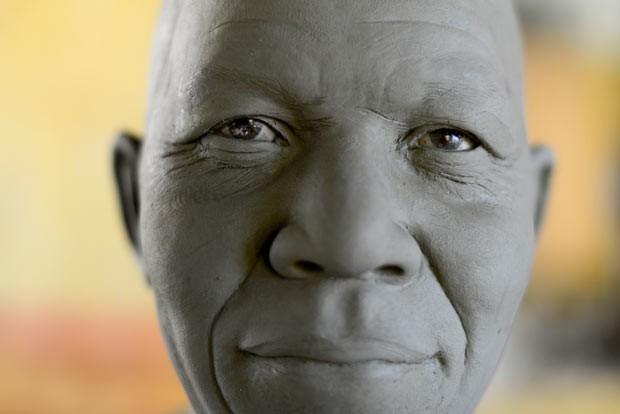 Rosto da estátua de Nelson Mandela (Foto: Gabriel Bouys/AFP)