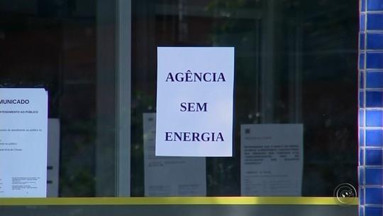 Banco do Brasil amanhece fechado após furto e clientes reclamam