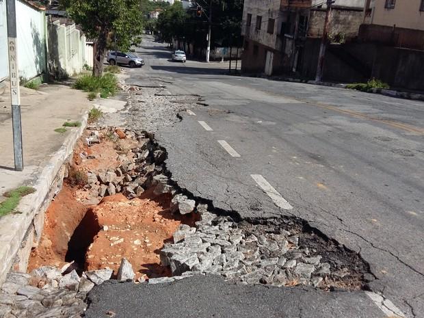 Divinópolis, ruas, asfalto, buracos, ruas, moradores,  (Foto: Anna Lúcia Silva/G1)
