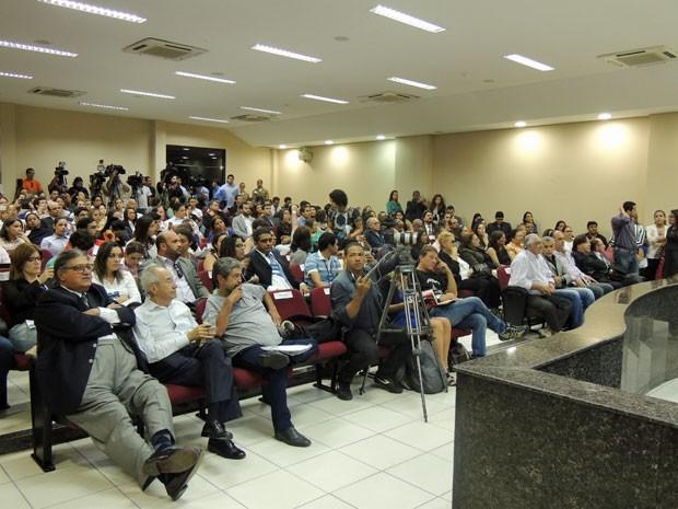 Julgamento acontece em Olinda (Foto: Anna Tiago/G1)