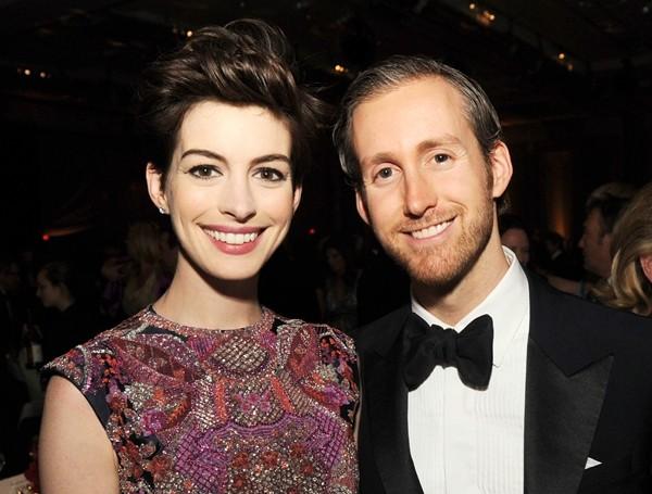 Anne Hathaway e Adam Shulman (Foto: Getty Images)