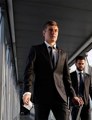 Kroos, Embarque Real Madrid para basileia (Foto: Reprodução / Site oficial do Real Madrid)