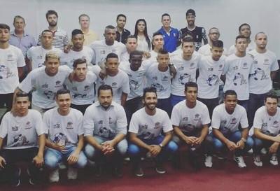 Elenco do Coxim apresentado em Várzea Paulista (SP) (Foto: Divulgação/DCI'Sports)