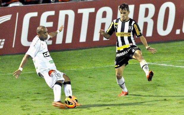 Lucas jogo Botafogo Figueirense (Foto: Paulo Dimas / Agência Estado)