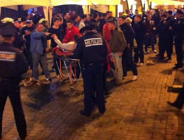 torcida inglesa confusão feridos Kiev (Foto: Reuters)