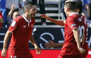 Sarabia comemora gol do Sevilla (Foto: EFE/MARISCAL)