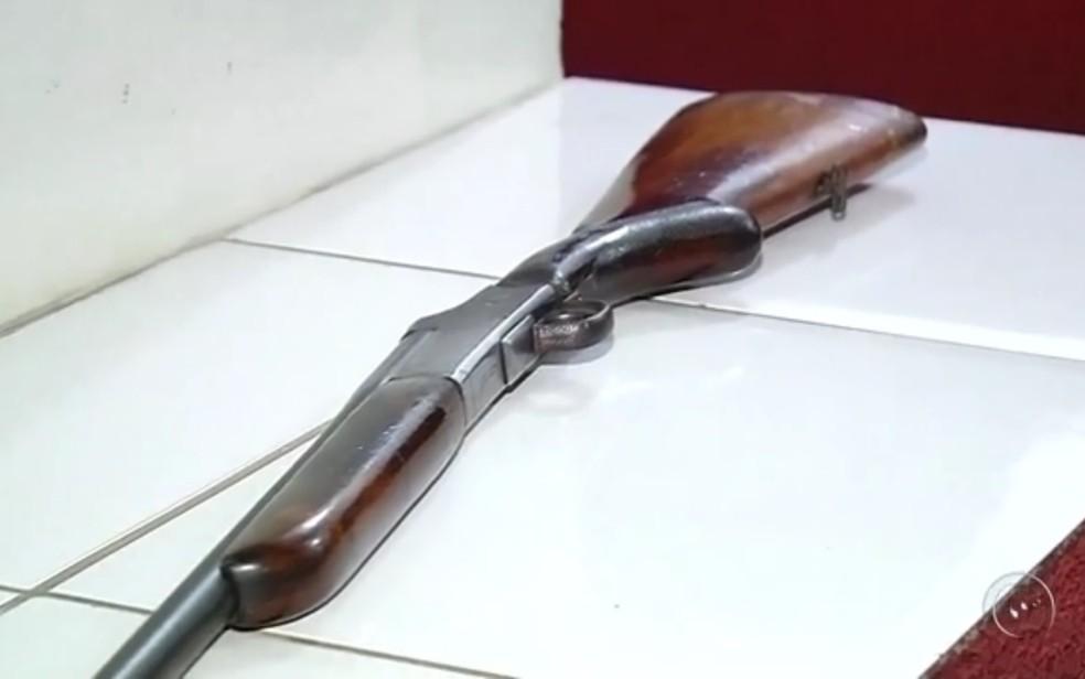 Arma pertencia ao tio das crianças (Foto: Reprodução/TV Tem)