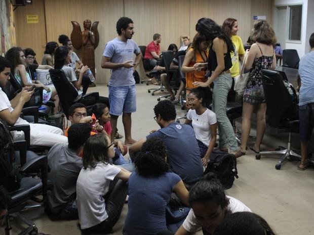 Alunos ocupam Salão Nobre na Reitoria da UFPI (Foto: João Cunha/G1)