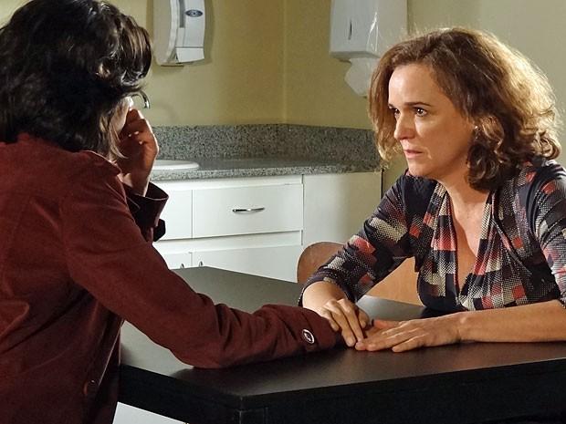 Solange engana Miriam e diz que tem uma doença terminal (Foto: Amor Eterno Amor/TV Globo)