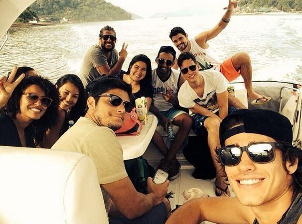 Yanna Lavigne, Bruno Gissoni e amigos (Foto: Instagram / Reprodução)