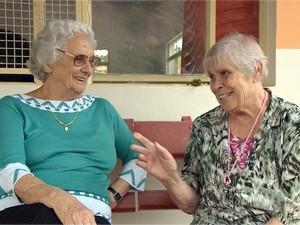 Campanha presenteia idosos no Natal de lares em Poços de Caldas, MG (Foto: Marcelo Rodrigues / EPTV)