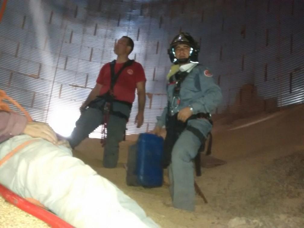 Vítimas, de 25 e 38 anos, sofreram ferimentos leves (Foto: Divulgação/Corpo de Bombeiros)