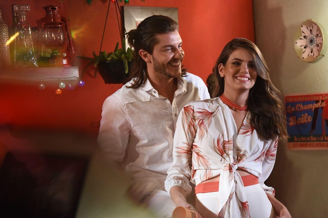 Camila Queiroz e Klebber Toledo (Foto: Divulgação)