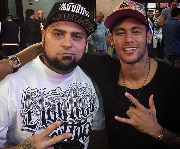 Neymar e o tatuador Adão Rosa são amigos (Foto: Arquivo Pessoal)