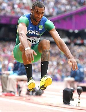 Jonathan Silva na prova do salto triplo em Londres (Foto: EFE)