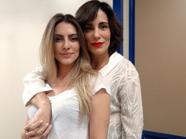 Cléo Pires visita a mãe no estúdio de Guerra dos Sexos (Foto: Guerra dos Sexos/TV Globo)
