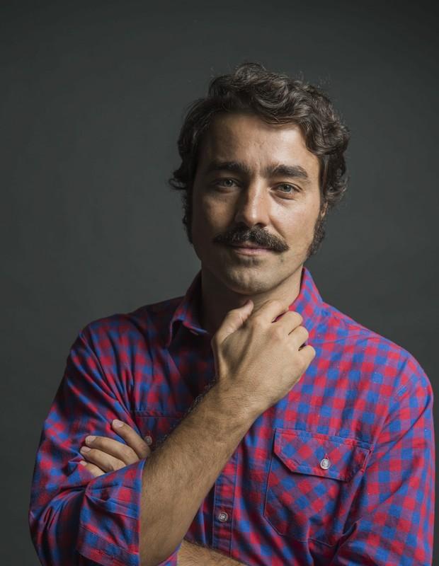 O ator português Ricardo Pereira fala sobre a relação de Tolentino com André, personagem de Caio Blat (Foto: TV Globo/ Caiuá Franco)