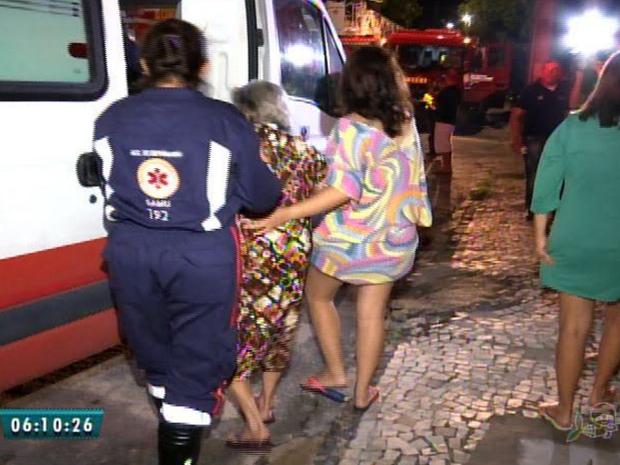 Incêndio atinge edifício no bairro Guararapes, em Fortaleza (Foto: Reprodução/TV Verdes Mares)