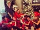 Miley Cyrus brinca com foto em família: 'Primeira briga'