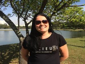 A escrevente Gislene Costa acredita na força da natureza (Foto: Cristina Requena/G1)