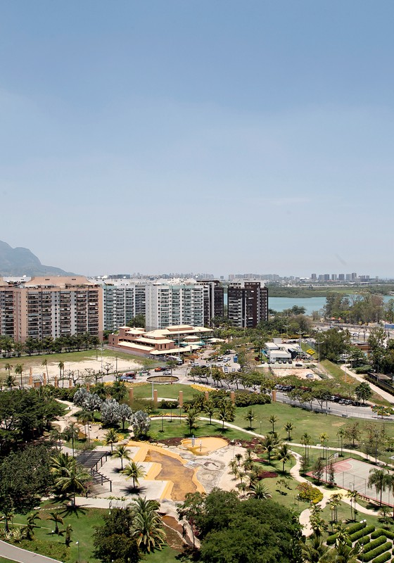 Condomínios perto do Parque Olímpico (Foto:  Eduardo Naddar/O Globo)