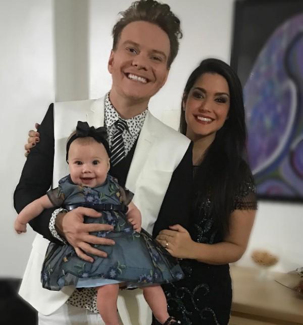 Michel Teló e Thaís Fersoza posam com a filha Melinda (Foto: Reprodução / Instagram)