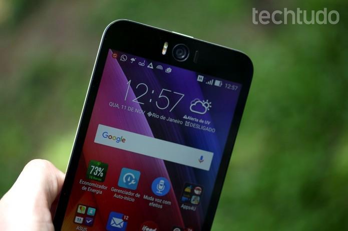 Zenfone Selfie tem câmera frontal de 13 MP com flash (Foto: Luana Marfim/TechTudo)