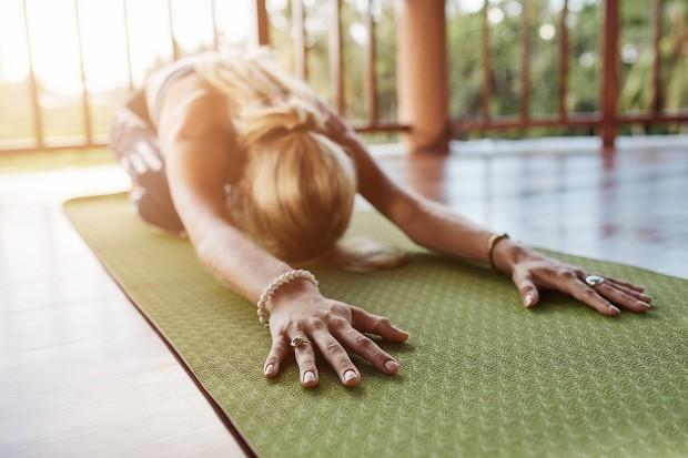 Posições de pilates que aliviam as dores mesntruais (Foto: Think Stock)