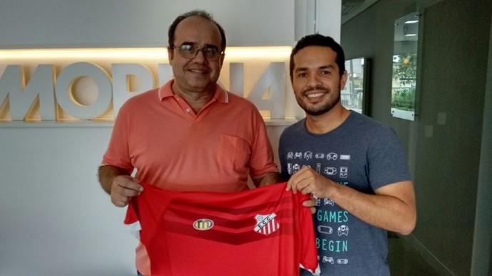 Robson Bordim Taveira ganha camisa do Comercial (Foto: Reprodução/TV Morena)
