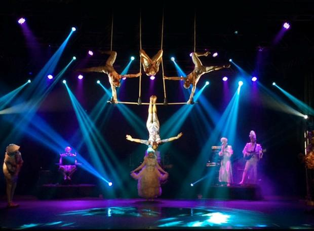 """Espetáculo une acrobacia, dança, circo, música ao vivo, poesia clown e muitos efeitos especiais"""". (Foto: Divulgação)"""