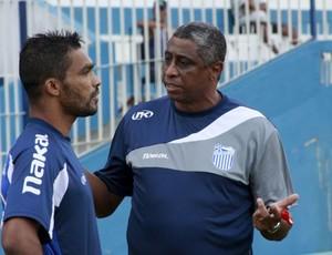 Julio Marinho, técnico do Goytacaz (Foto: Vagner Basílio / Agência Ururau)