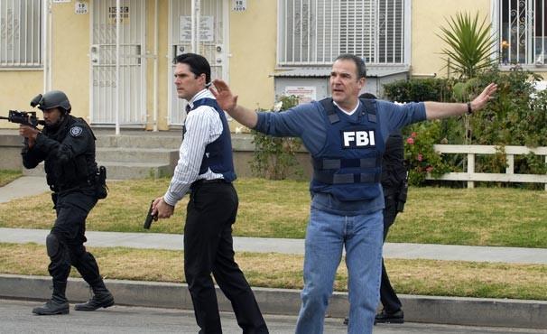 Após desconfiarem de sem-teto, time descobre que veterano de guerra está por trás dos assassinatos (Foto: Divulgação / Reprodução)