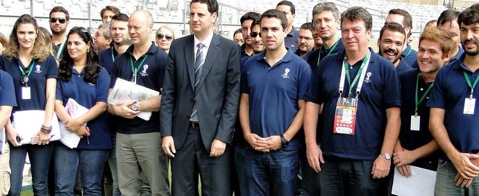 Comitiva da Fifa em visita ao Mineirão (Foto: Leonardo Simonini)
