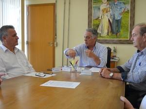 Prefeitura de Saltinho e de Piracicaba assinam contrato de compra e venda de água (Foto: Claudia Assencio/G1)