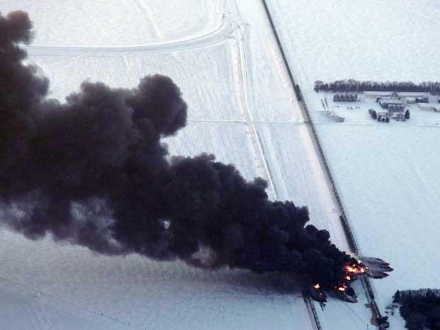Visão aérea da colisão dos trens e incêndio. (Foto: Michael Vosburg / Forum News Service / Via Reuters)