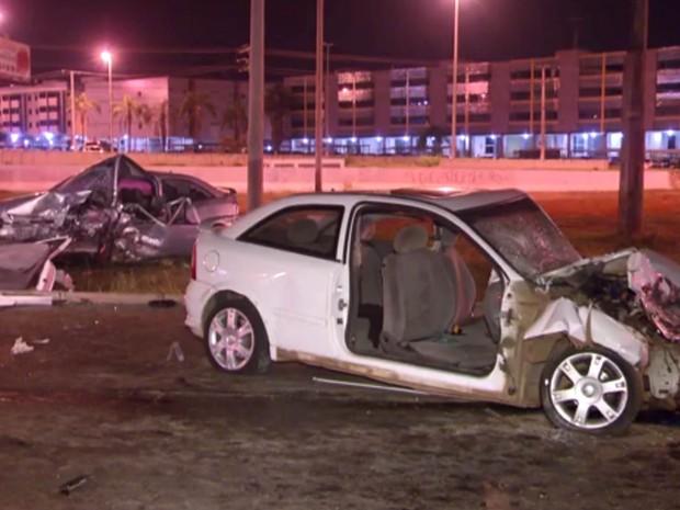 Carros envolvidos em acidente no dia 13 de junho, na Elmo Serejo, em Taguatinga; motorista de 20 estava embriagado, segundo o Detran (Foto: TV Globo/Reprodução)