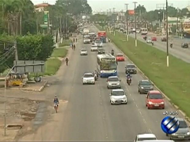 Trânsito na BR-316 é intenso na manhã desta sexta, 30. (Foto: Reprodução/TV Liberal)