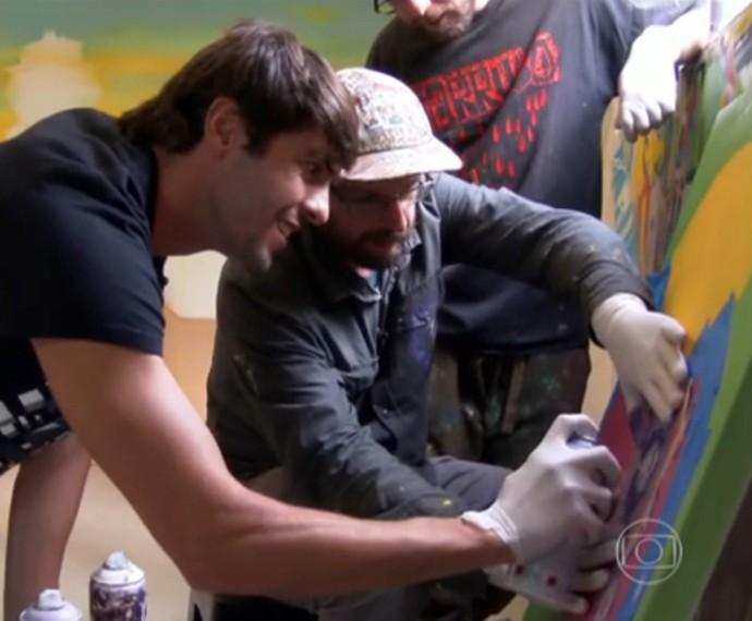 Kaká e 'Os Gemeos' pintaram um quadro  (Foto: TV Globo)