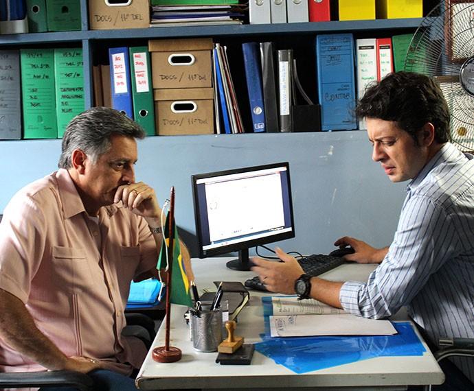 Jorge fica desesperado com a notícia (Foto: Thaís Dias/Gshow)