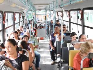 Usuários criticam os veículos e cobram soluções (Foto: Divulgação/Prefeitura de Campos)